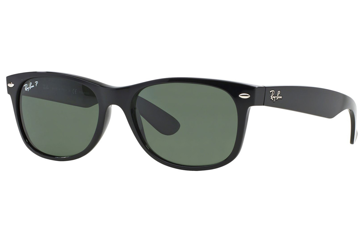 Ray-Ban New Wayfarer Classic RB2132 901/58 Polarized. Frame color: Black, Lens color: Green, Frame shape: Squared