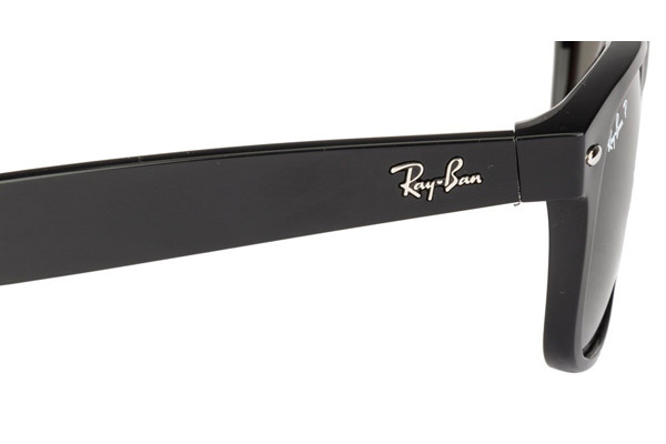 Ray-Ban New Wayfarer Classic RB2132 901/58 Polarized. Frame color: Črna, Lens color: Zelena, Frame shape: Kvadratna