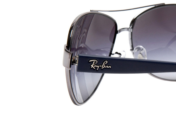 Ray-Ban RB3386 003/8G. Frame color: Silver, Lens color: Grey, Frame shape: Pilot