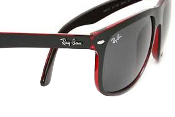 Ray-Ban RB4147 617187. Frame color: Črna, Lens color: Siva, Frame shape: Kvadratna